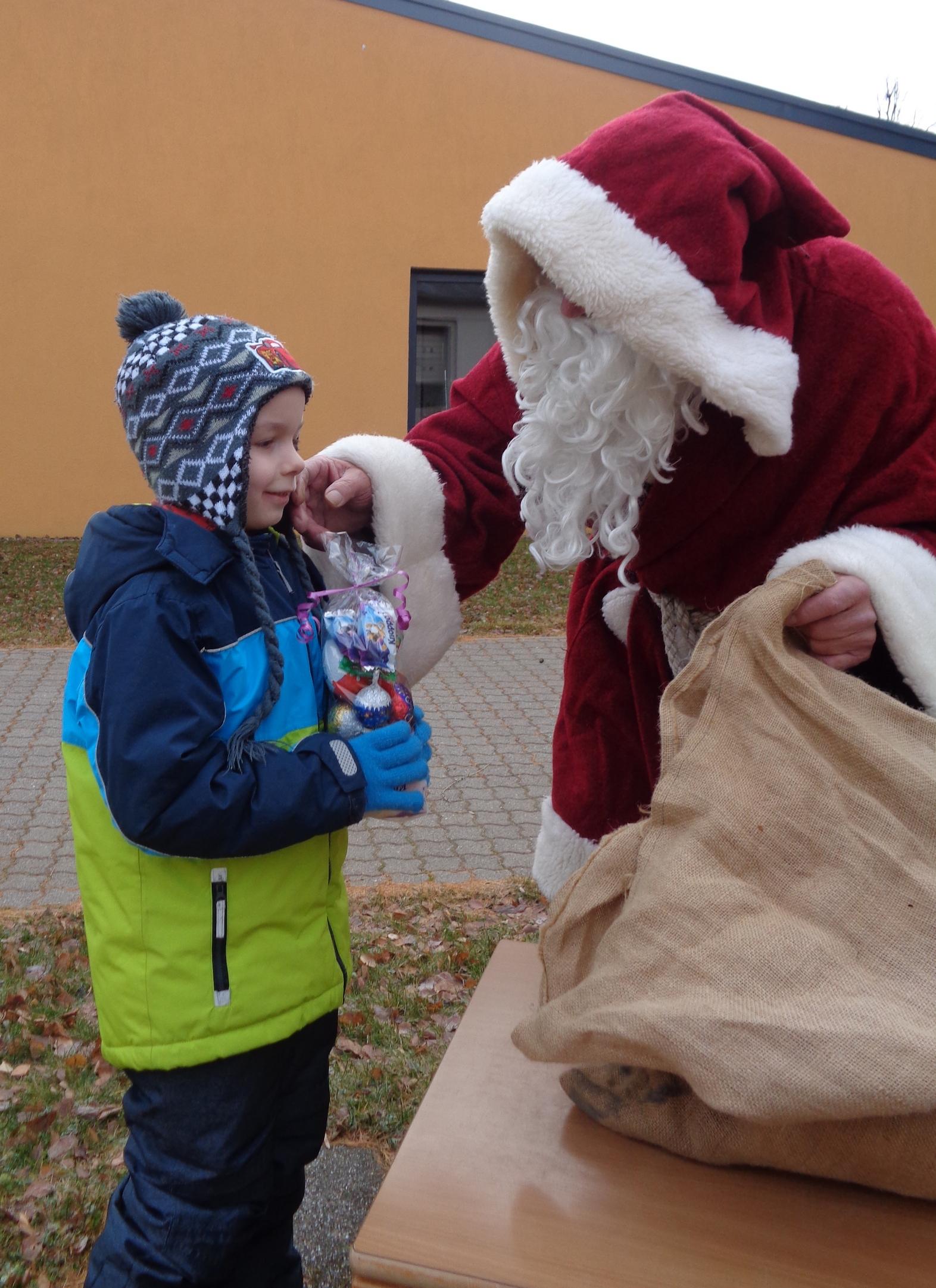 Der Weihnachstmann bringt Geschenke